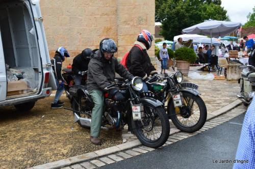 retombantes,puces Lalinde Trémolat,vieilles motos,gouttes,jardin 055.JPG