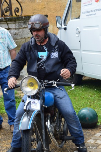 retombantes,puces Lalinde Trémolat,vieilles motos,gouttes,jardin 058.JPG