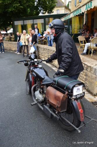 retombantes,puces Lalinde Trémolat,vieilles motos,gouttes,jardin 054.JPG