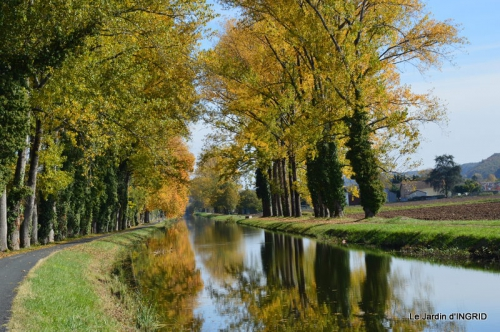 canoes,Combarel,canal automne,Issigeac,décos couronne,citrouille 234.JPG