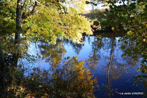 Romefort,bord de Creuse,vent,feuilles,jardin,canal 035.JPG