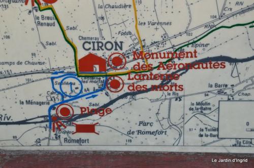 sac Monique,Ciron les Riaux Dolmen lanterne,Prieuré d'Orsan 072.JPG