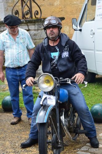 retombantes,puces Lalinde Trémolat,vieilles motos,gouttes,jardin 057.JPG