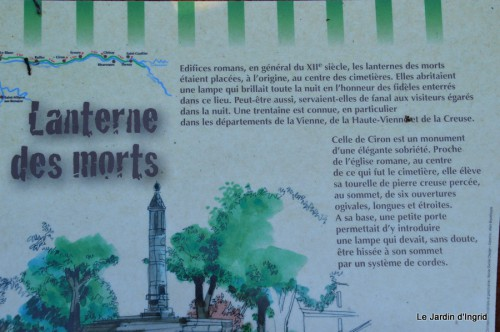 sac Monique,Ciron les Riaux Dolmen lanterne,Prieuré d'Orsan 075.JPG