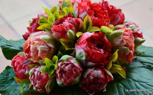 jardin avril,tulipes pivoine,iris d'eau,chenilles 056.JPG