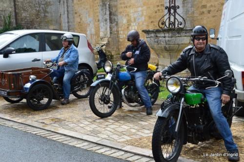 retombantes,puces Lalinde Trémolat,vieilles motos,gouttes,jardin 062.JPG