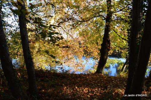Romefort,bord de Creuse,vent,feuilles,jardin,canal 028.JPG