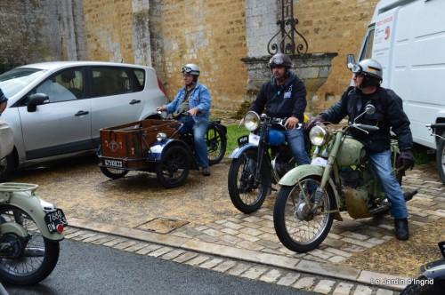 retombantes,puces Lalinde Trémolat,vieilles motos,gouttes,jardin 061.JPG