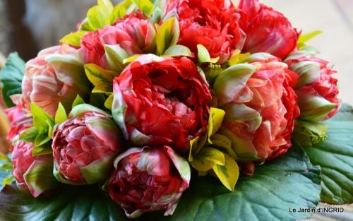 jardin avril,tulipes pivoine,iris d'eau,chenilles 054.JPG